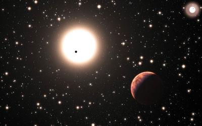 Rappresentazione artistica del sistema binario XO-2 dove si vede in primo piano uno dei due giganti gassosi orbitanti attorno a XO-2S e il secondo pianeta che le transita davanti; l'oggetto luminoso in alto a destra rappresenta la compagna XO-2N con il suo pianeta transitante (il puntino nero). Crediti: adattamento dell'immagine ESO/Calçada