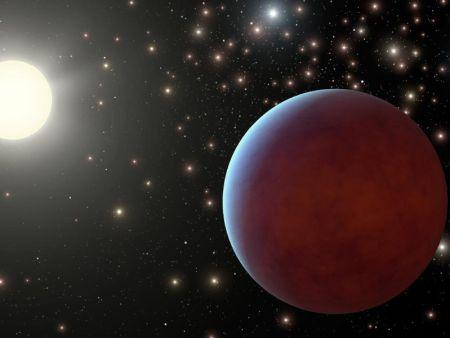 Una rappresentazione artistica del pianeta più interno Pr0211b, uno hot Jupiter con un periodo orbitale di 2 giorni. Nell'immagine l'artista ha rappresentato un possibile sfondo stellare estremamente denso tipico di un ammasso aperto. Il pianeta scoperto Pr0211c non è rappresentabile in scala perché, avendo esso un periodo di almeno 9 anni, sarebbe necessario disegnarlo a diversi metri di distanza dal primo. Crediti: NASA/JPL-Caltech