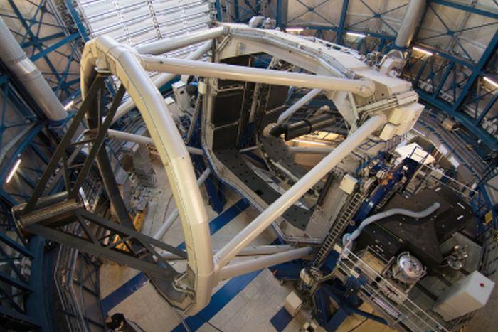 Lo strumento SPHERE montato al VLT-Very Large Telescope. Crediti: ESO.